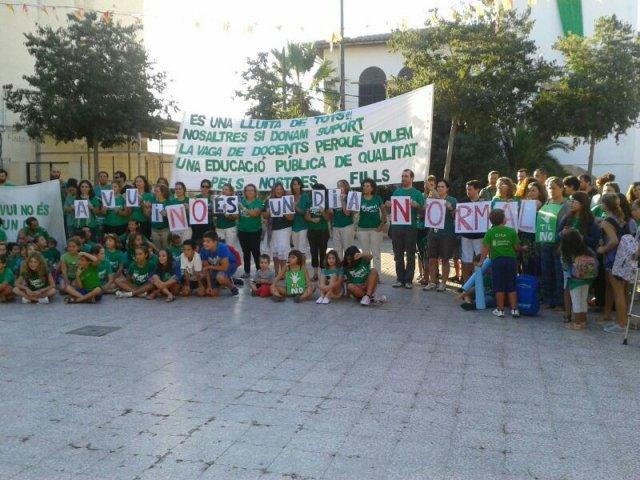 Concentració Escola Sant Jordi 23 de setembre de 2013