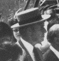 Mateu Campet, amb capell cordovès i de perfil 1976